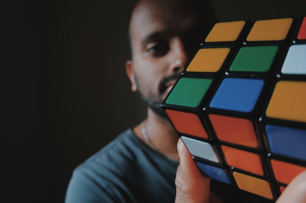 Lär dig lösa Rubiks kub utan problem