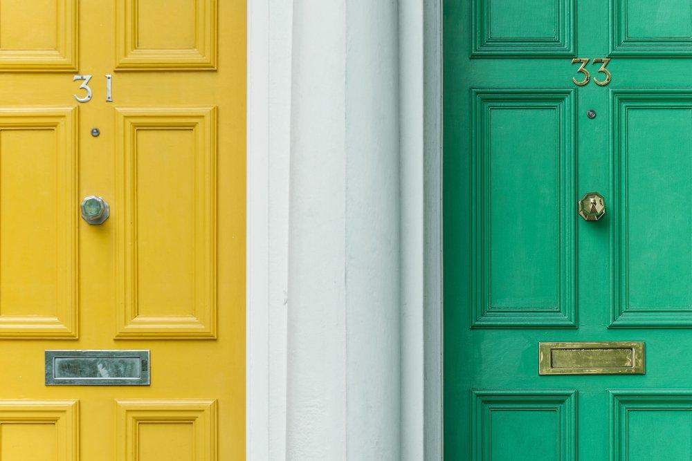 Smäll igen dörren med billiga ytterdörrar