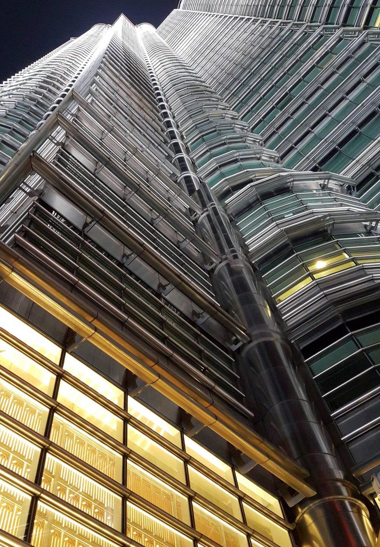 Hur många double glazed windows finns i Petronas Tower?